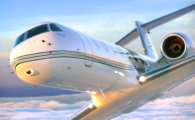 gulfstream aircraft in a banking turn for an aircraft appraisal